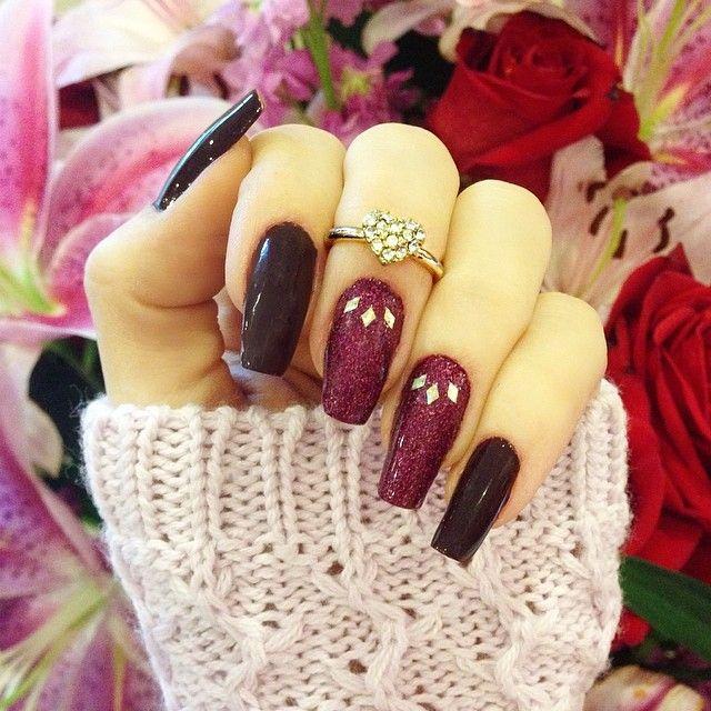 ✨Nails done✨  I decided to go darker this week, I hope you liked!✨ ✨Adorei esse dois tons vinho e vcs? #nails #unhas #Padgram