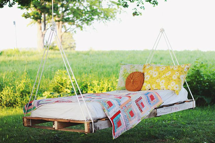 DIY Pallet Swing Bed | @The Merrythought