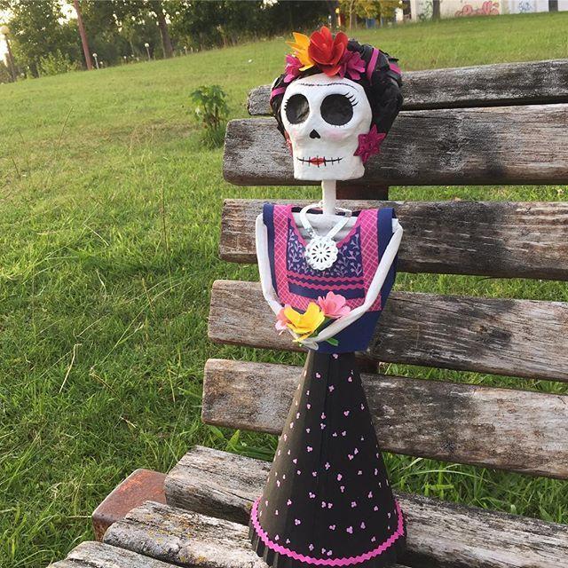 This beautiful Frida is waiting for you! 🌸💀🌸buy it now on etsy! Link on bio! .  .  .  .  .  #frida #catrina #calavera #calaverastyle #catrinita #fridita #fridastyle #fridakahlolovers #fridaskull #skull #skullart #skullstyle #skulllove #mexicanskull #mexican #vivamexico #mexicanskull #fridakahlo #flowers #papelmache #handmade #beautiful #chula   #bonita
