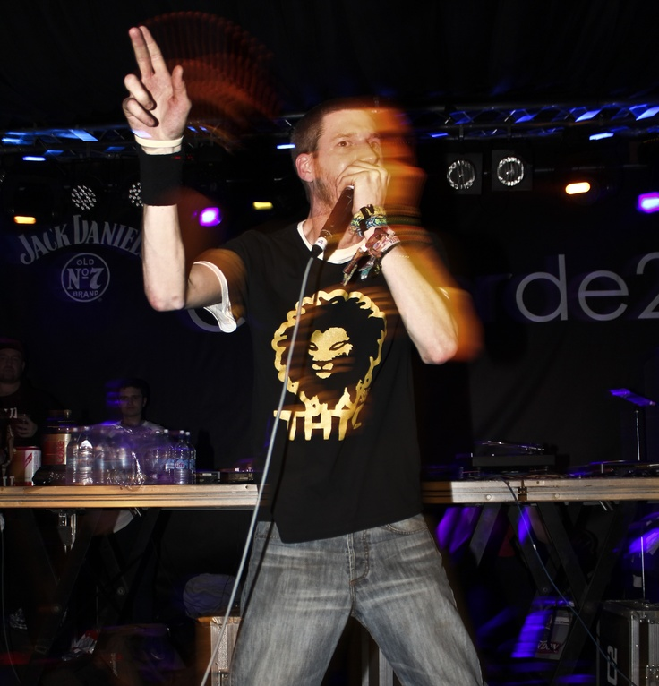 Beatboxer Bass6 performing in THTC's 'Gold Lion' t-shirt