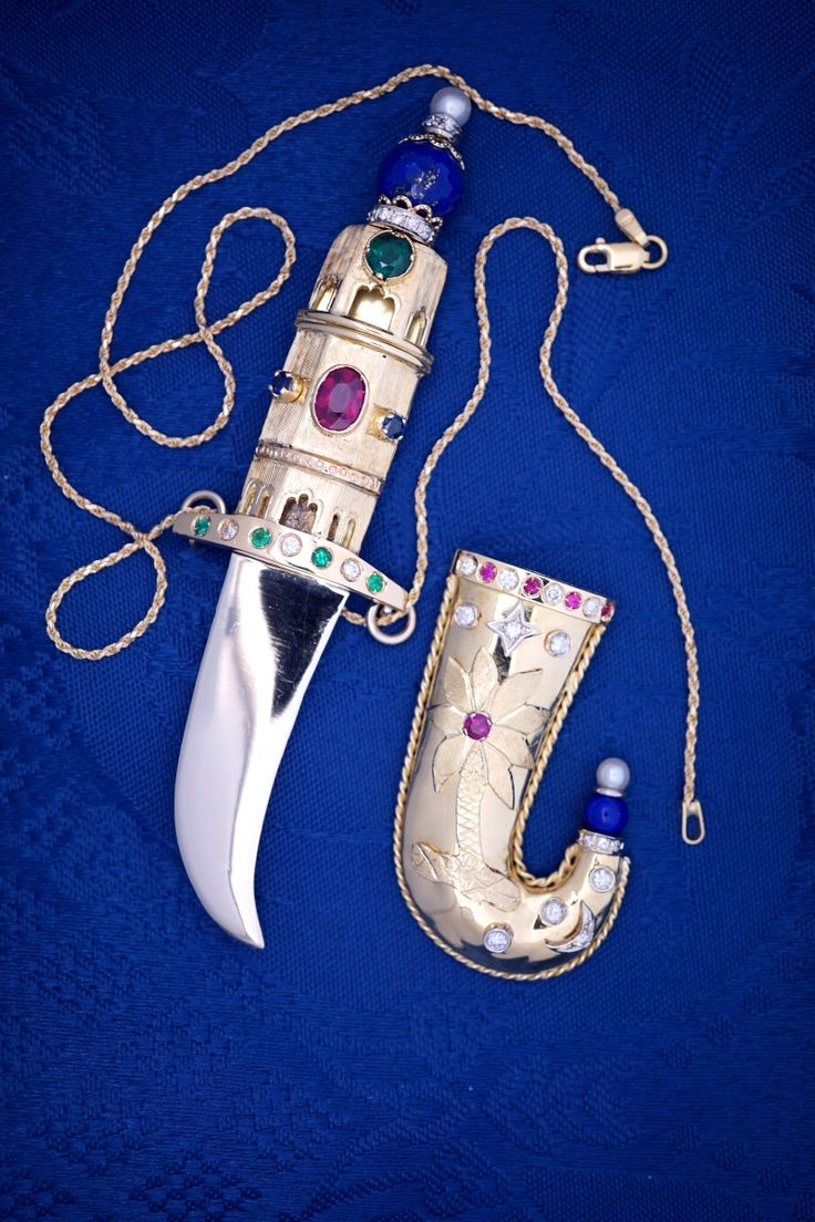 Khandjar, Kanjar, or even Kadjar and 'a typical curved Arab dagger, sometimes with midrib;  Origins: Oman.