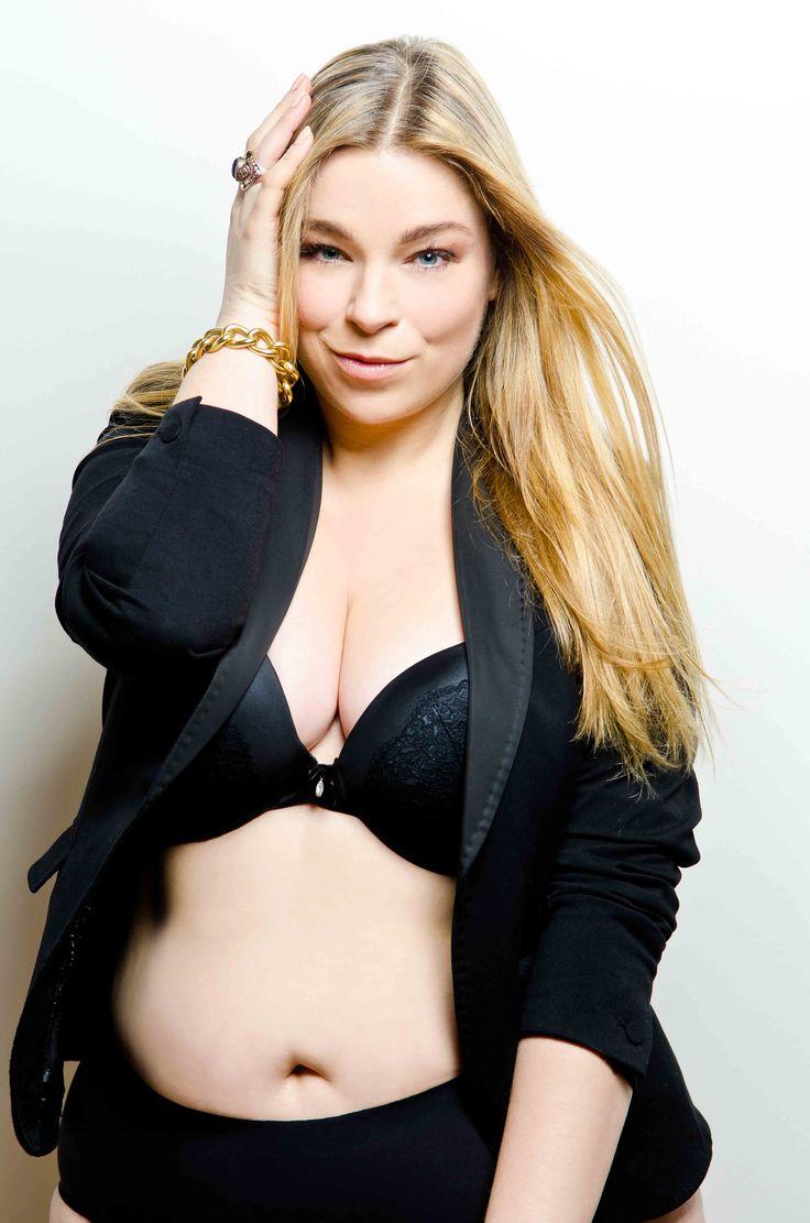 Plus Size Model Pose Wie posiert mann beim Shooting? Curvy Model Caterina Pogorzelski Bloggerin: Megabambi