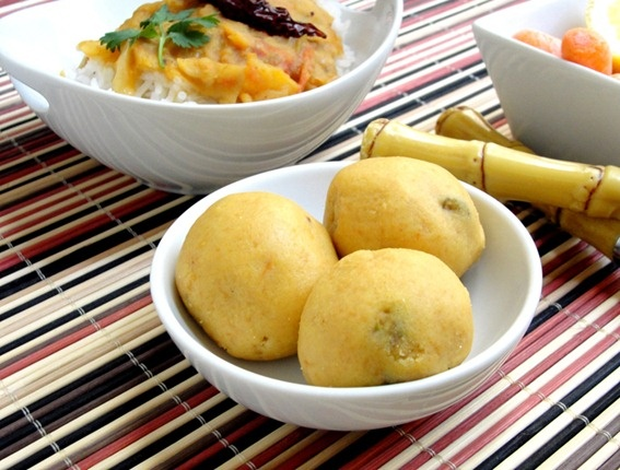 indian sweets: besan ladoo (laddu) made with chickpea flour