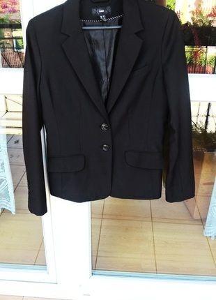 Kup mój przedmiot na #vintedpl http://www.vinted.pl/damska-odziez/marynarki-zakiety-blezery/14385278-marynarka-czarna-marki-hm-nowa-idealna-na-latowakacje