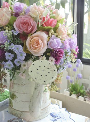 Romantikus locsoló-váza