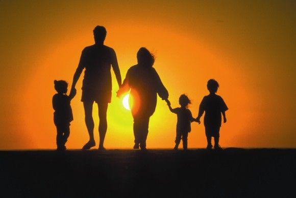Общества как такового не существует: есть только мужчины и женщины. Ах да, ещё семьи.