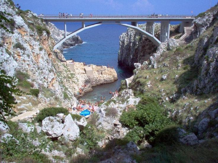 HiPuglia: Tuffarsi dal ponte del Ciolo  http://www.hipuglia.com/2012/08/tuffarsi-dal-ponte-del-ciolo.html