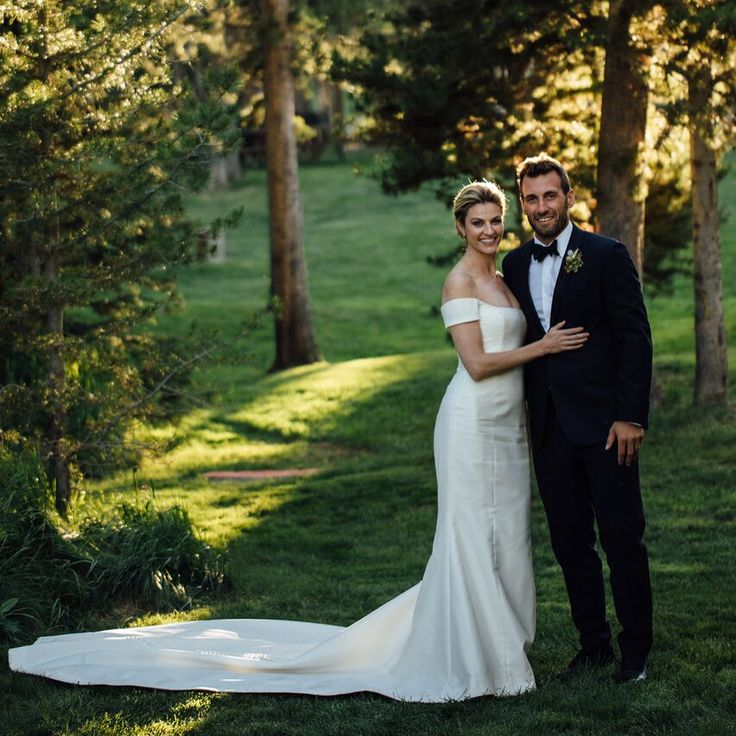 "Erin Andrews posts photos from her 'fairytale' wedding  Erin Andrews is giving fans a first glimpse of her ""fairytale"" wedding.  #DWTS #ErinAndrews #JarretStoll @DancingwiththeStars"
