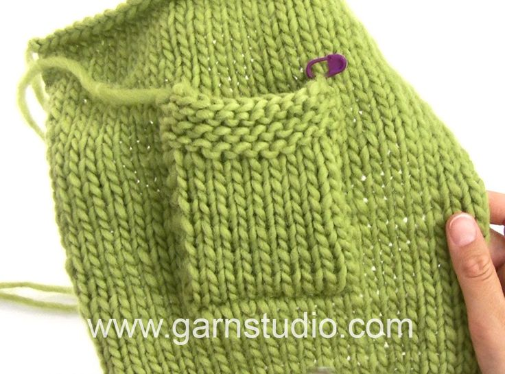 DROPS Knitting Tutorial: How to sew on a pocket