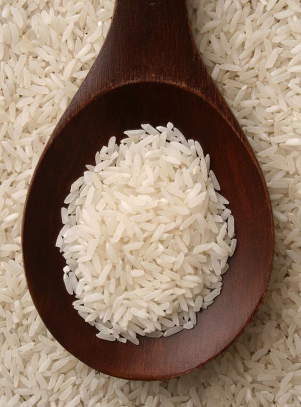 Recette du chef Ricardo. Une recette de riz basmati avec du poulet. Avec de la sauce de poisson, de la sauce Hoisin, du vinaigre de riz, du sambal oelek, des fèves germées. Une recette santé.