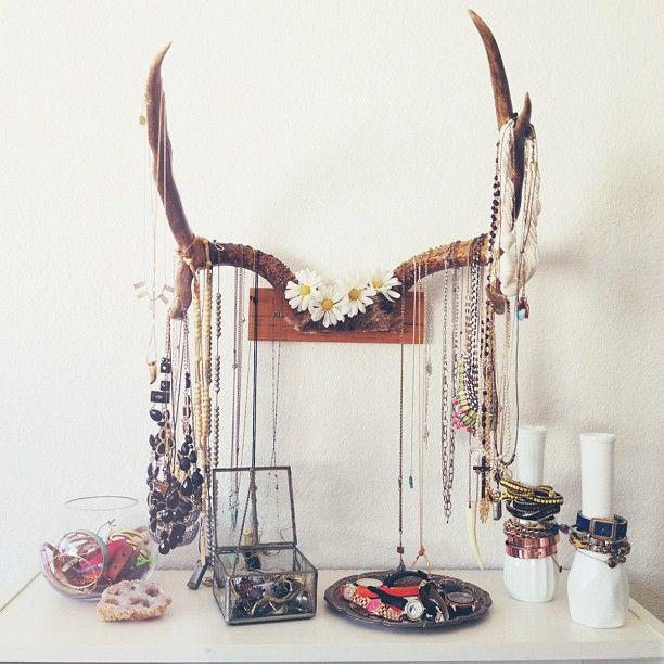 Love the idea of using white vases as bracelet holders