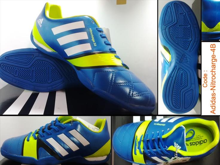 Sepatu Futsal Adidas NitroCharge Kw Super adalah sepatu futsal kw buatan Italy desain yang menawan perpaduan warna biru dan list hijau stabilo menjadikan sepatu futsal adidas ini nyaman dipakai dan kami jual dengan harga Murah.
