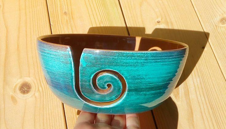 Ciotola ceramica porta gomitolo filati lana  fatto a mano con incisione yarn bowl di LeDueTerreeDintorni su Etsy