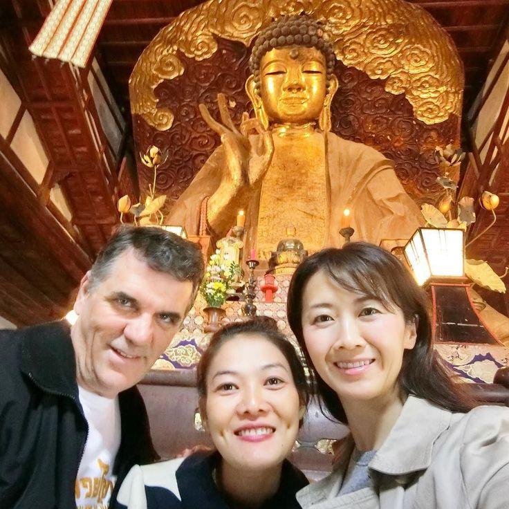 "The Great Buddha says ""OK!"" 岐阜正法寺の大仏MCの師匠ピーターミラーとパートナーのミニーと . #バイリンガルMC #英語司会 #野口美穂 #バイリンガル女子 #ミセスグローブ日本代表 #ミセスクイーン #bilinguajmcjp #eventhost #mrsjapanglobe #mrsqueeen"
