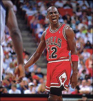 Jordan avec le numéro 12 suite au vol de son maillot. 1990/02/14