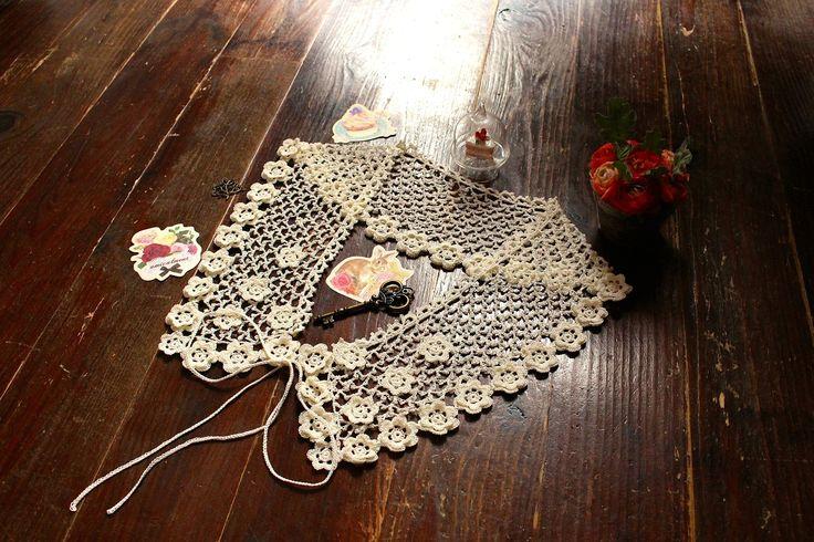 Col long de motifs fleurs en dentelle irlandaise : Echarpe, foulard, cravate par atelier-lasour