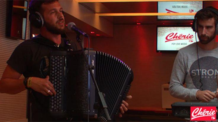 Regarder le clip Claudio Capéo - Un homme debout (live) -  gratuitement sur Cherie FM.fr #cheriefm #radio #live #claudiocapeo