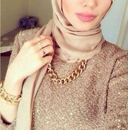 golden chain necklace with hijab, How to wear statement necklace with hijab http://www.justtrendygirls.com/how-to-wear-statement-necklace-with-hijab/