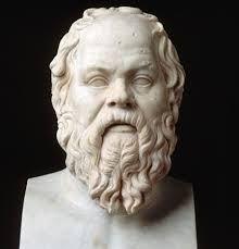 Sócrates fue un filósofo ateniense considerado uno de los mejores de la filosofía occidental como de la universal. Fue maestro de Platón, quien tuvo a Aristóteles como discípulo, siendo estos tres los representantes fundamentales de la filosofía de la Antigua Grecia. Aportó dos grandes pensamientos: el argumento inductivo y la definición general. La base de sus enseñanzas fue la creencia en una comprensión objetiva de los conceptos de justicia, amor y virtud; y el conocimiento de uno mismo.