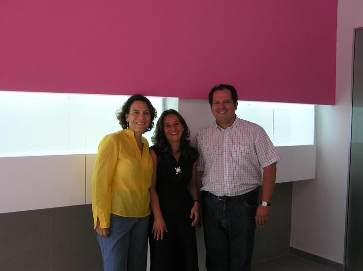 CRISTINA QUIRÓS - JEWELRY, Cristina con Joaquín y Laura, Arquitectura Matutano, un trabajo en equipo, dio lugar a un espacio perfecto para la obra de Cristina Quirós.