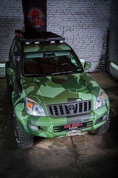 Фотографии готового автомобиля Toyota Land Cruiser Prado 120 Green в комуфляже More