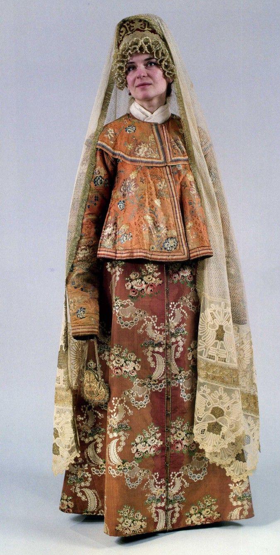 Женский праздничный костюм. Конец XVIII– начало ХIХ века Сарафан, шугай…
