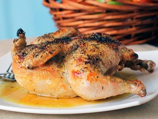 Курица на гриле с травами.  http://www.domashniy.ru/article/eda/recept-dnya/kurica_na_grile_s_travami.html