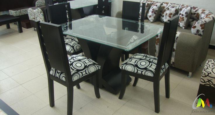 Comedor de cuatro puestos con silla pequeña, base pétalo y vidrio de 10mm.