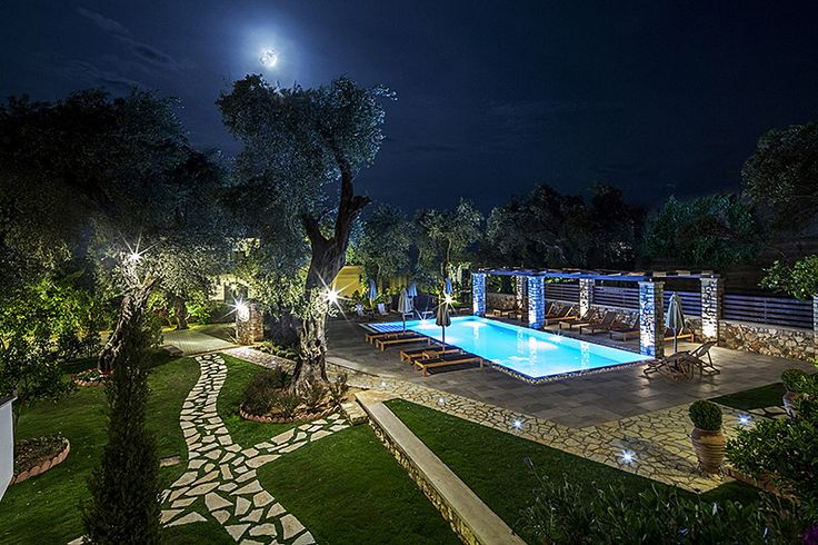 Vassilis Guest House Parga By Night