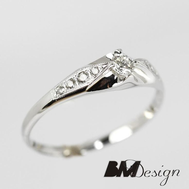 Olśniewający pierścionek z 9 diamentami. Idealny pierścionek zaręczynowy. Projekt i wykonanie BM Design.BM Design!