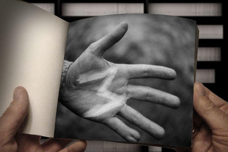 Crowdfunding-Projekt von Stefan Zeyen. Fritz Lang´s Film M wird Bild für Bild ausgedruckt, den Filmeinstellungen entsprechend zu 499 Büchern gebunden und in einem Buchregal versammelt. #crowdfunding #startnext #art #film #photography