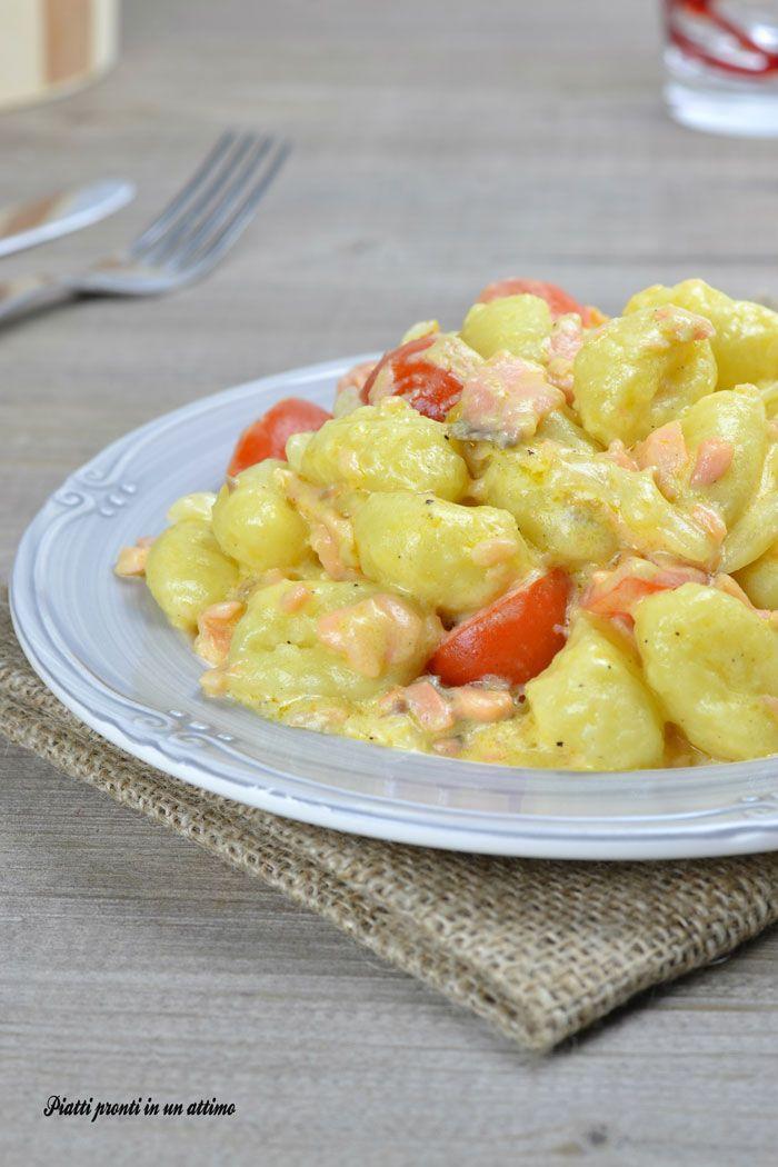 Gli GNOCCHI CON SALMONE E POMODORINI sono un primo piatto incredibilmente gustoso!