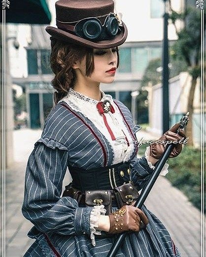 Well thought out steampunk outfit