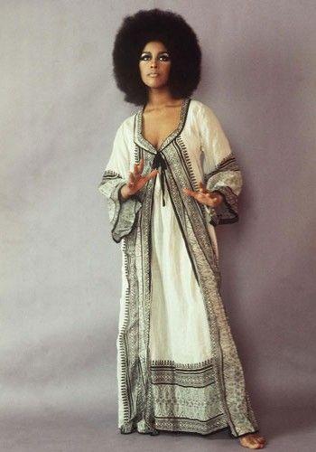 Moda anos 60   Conheça os 30 ícones fashion da década em fotos originais