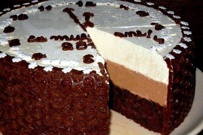 Tort de Anul Nou Un Nou An fericit sa aveti, sanatate si implinirea tuturor dorintelor! La multi ani!! Ingrediente Blat: 3 oua 100 g zahar 150 g faina 30 g