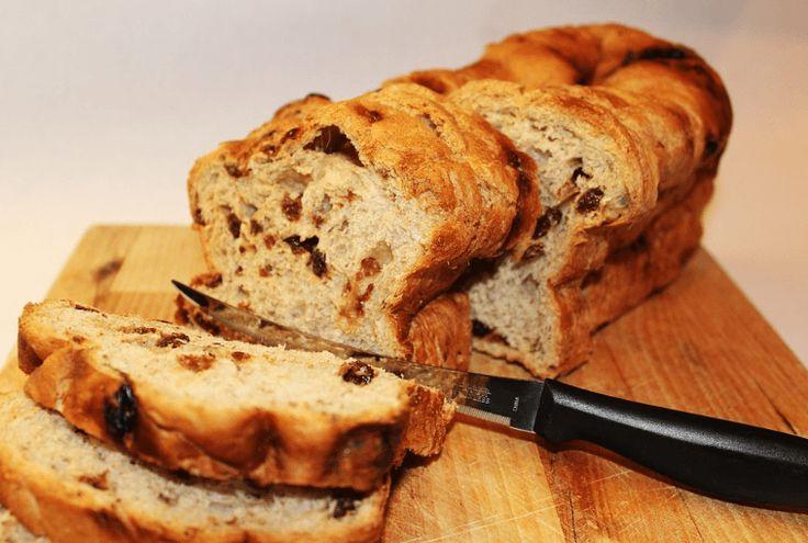 Op zoek naar krentenbrood gezond? Het krentenbrood uit dit recept het een typische smaak en is koolhydraatarm. Je próeft gewoon dat het gezond is!