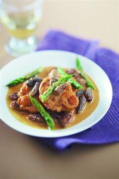 Fricassée de ris de veau (veal sweetbreads) aux asperges et aux morilles
