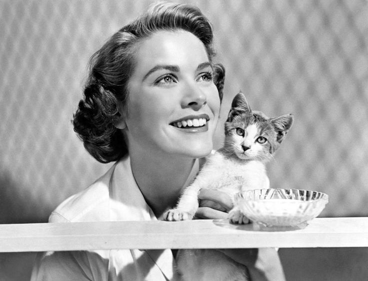 Grace Kelly In 1948 with cat