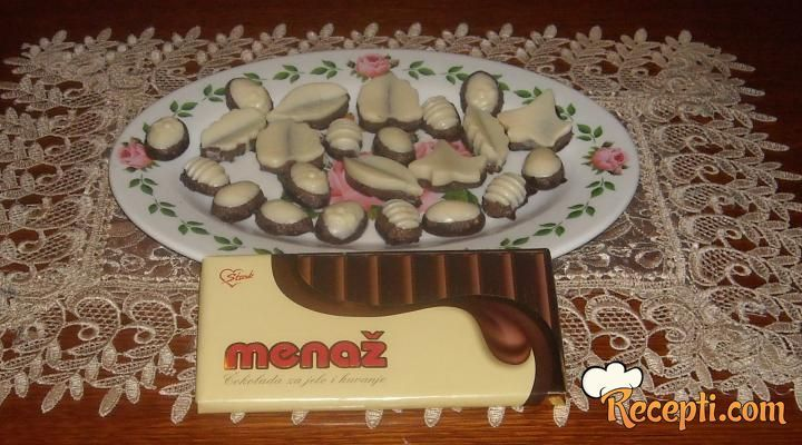 Recept za Praline Ferero Roše. Za spremanje poslastice neophodno je pripremiti čokoladu, margarin, ulje, lešnik, nutelu.