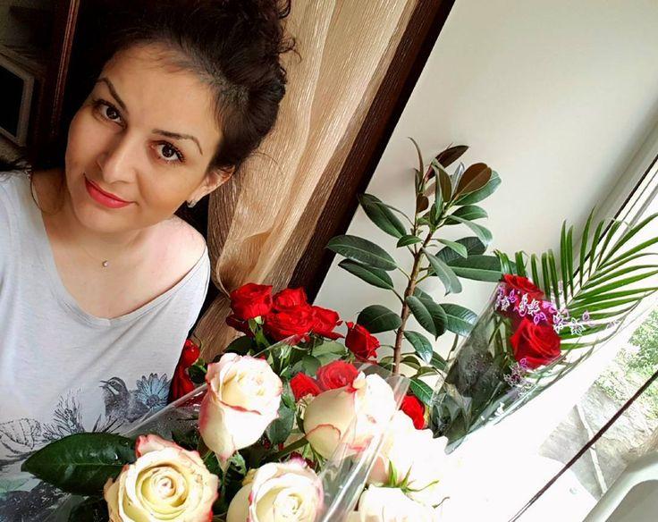 """""""Сердца, как цветы, - их нельзя открыть силой, они должны раскрыться сами"""" Луиза Мэй Олкотт """"Маленькие женщины. Хорошие жены"""" #утро #flowery #justmarried #together #fragrance #kitchen http://gelinshop.com/ipost/1521750225427920577/?code=BUeV8R3gHbB"""