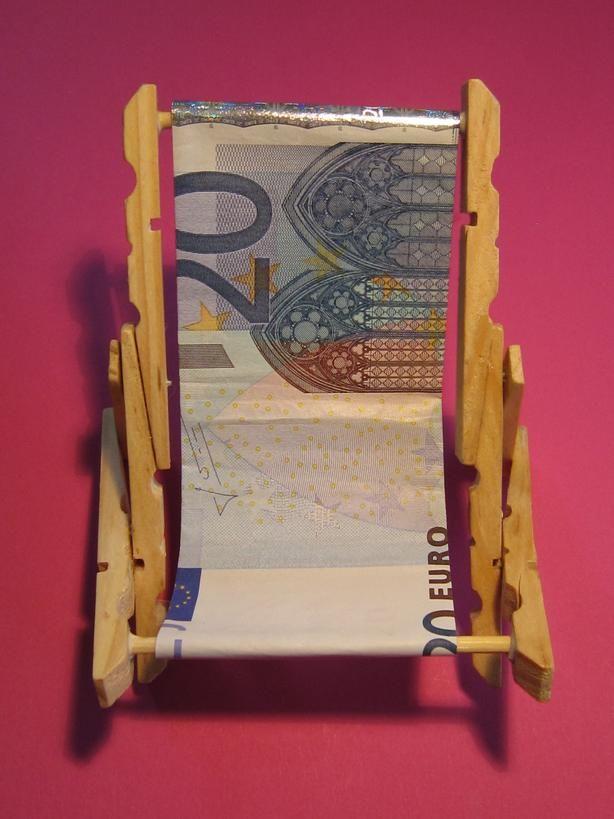 Liegestuhl Geldgeschenke verpacken Witzige Ideen zum Verpacken von Geldgeschenken  ~ 01192651_Liegestuhl Aus Geldscheine Falten