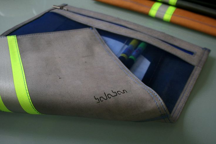 https://flic.kr/p/Ch3E1V | balabanbags 16.40 grey leather with phosphore band