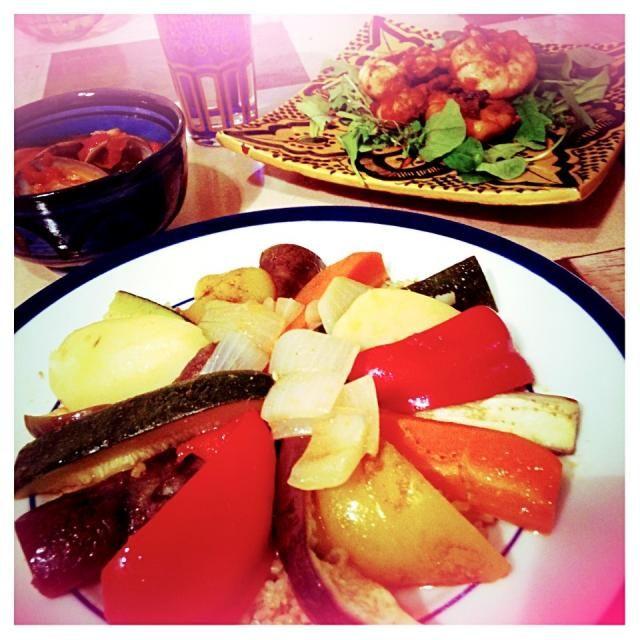 今日も大好きなモロッコ料理です☆ 野菜のクスクス モロッコ風 海老のピリ辛炒め 魚介のスープ - 7件のもぐもぐ - 野菜のクスクス by わか