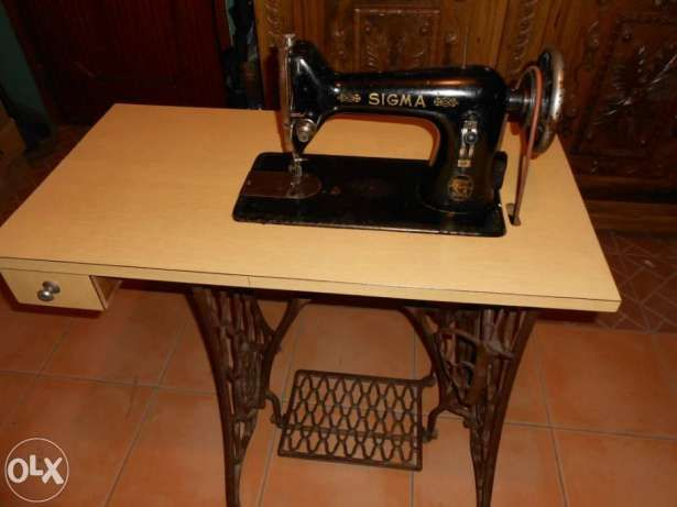 Máquina de costura SIGMA muito antiga a funcionar São Felix da Marinha - imagem 1