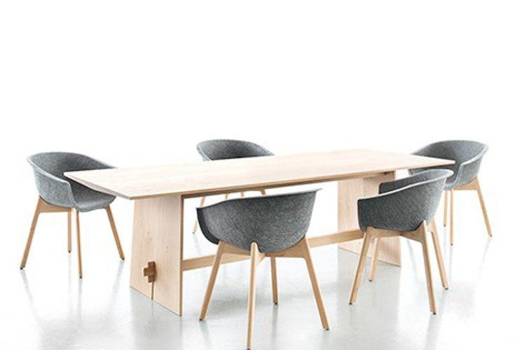 Tension Solid Oak to dębowy stół o nowoczesnym wzornictwie zaprojektowany przez Petera Maly