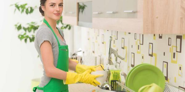 Grâce à Novavie assistant en qualité de vie, une Femme de ménage à Domicile allégera les taches de menage et de repassage qui usent votre quotidien.