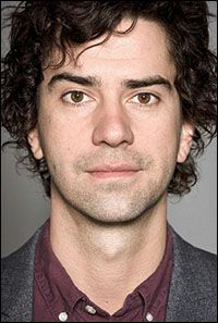 Hamish Linklater http://www.imdb.com/name/nm0512934/