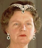 Queen Juliana wore the Emerald Parure Tiara this way...