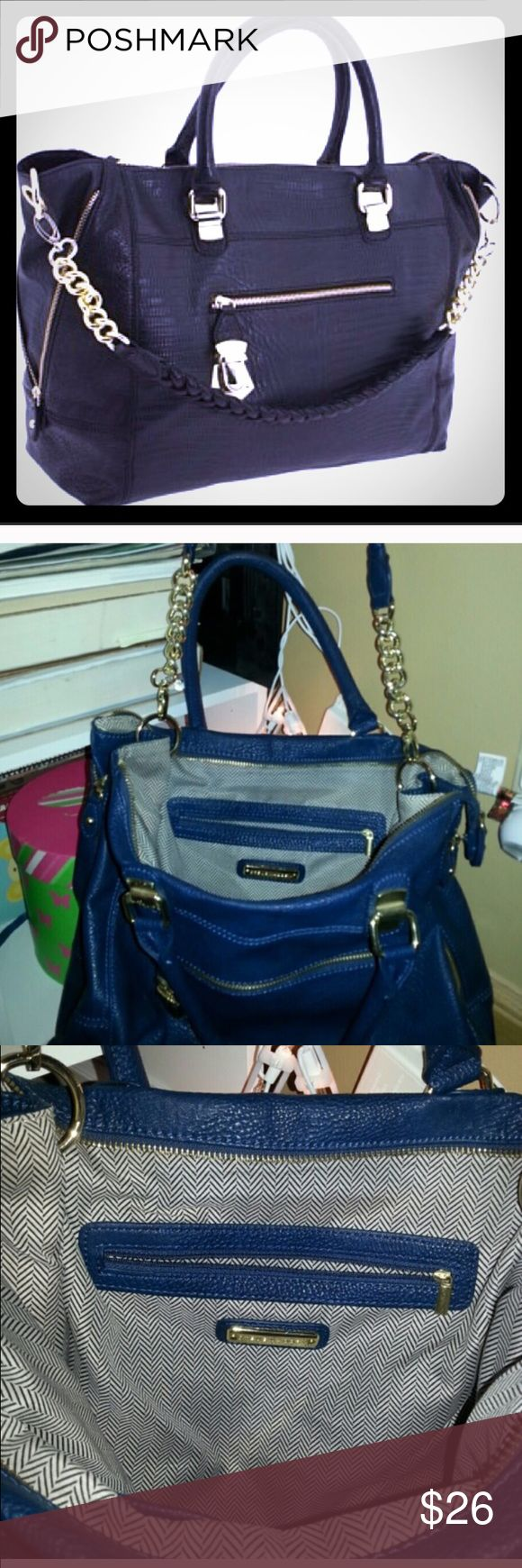 Steve Madden navy shoulder bag Gorgeous and barely used bag! Gently used with all interior and exterior in excellent condition. Deep navy, not black bag with braided strap. Steve Madden Bags Shoulder Bags