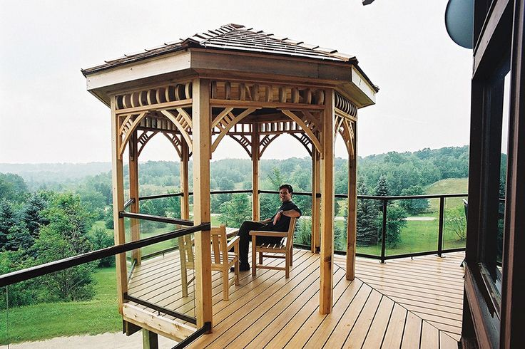 This 10 foot octagon gazebo was built on a farm north of Georgetown Ontario. The decking is Eon and the rail is glass with aluminum frames.